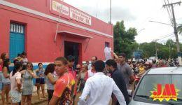 Funcionários de Mirador protestam por salários em diia